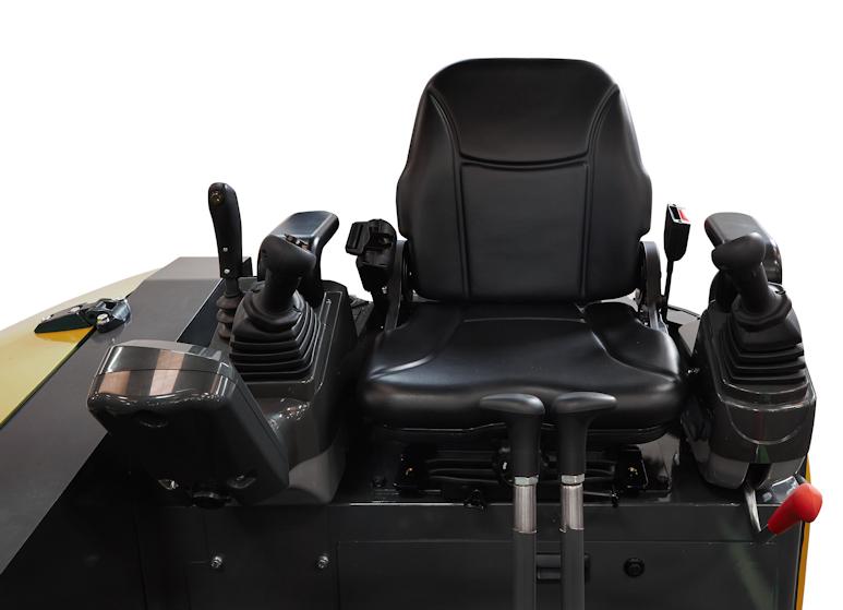 Cockpit des KATO 27 V4 Kurzheckbagger