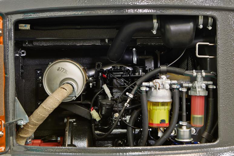 KATO 27 V4 Kurzheckbagger mit 13,6 kW Leistung